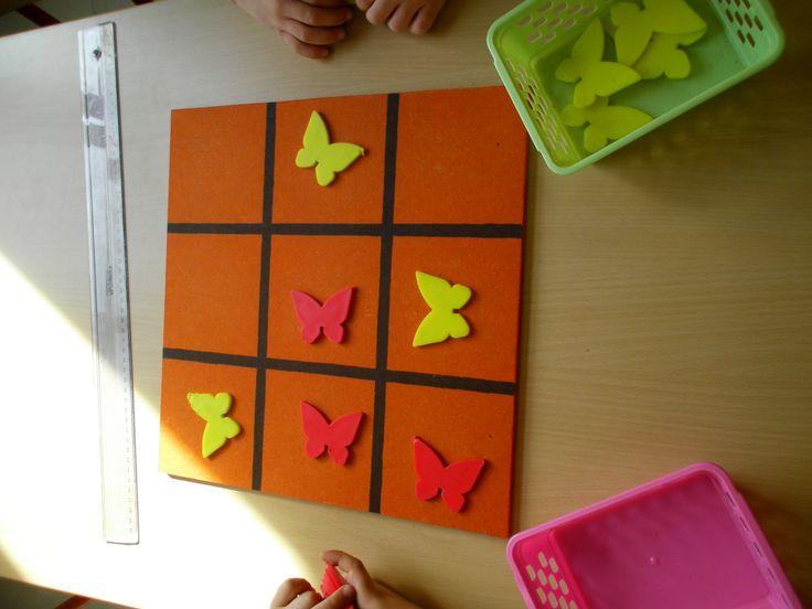 Drie op een rij met vlinders Meer ideetjes rond thema lente: http://www.pinterest.com/liestr/