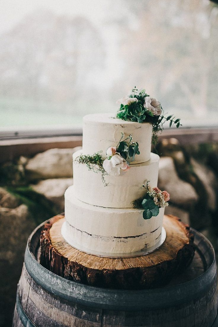 Let them eat cake rustic wedding chic - Vintage Chic Matamata Barn Wedding
