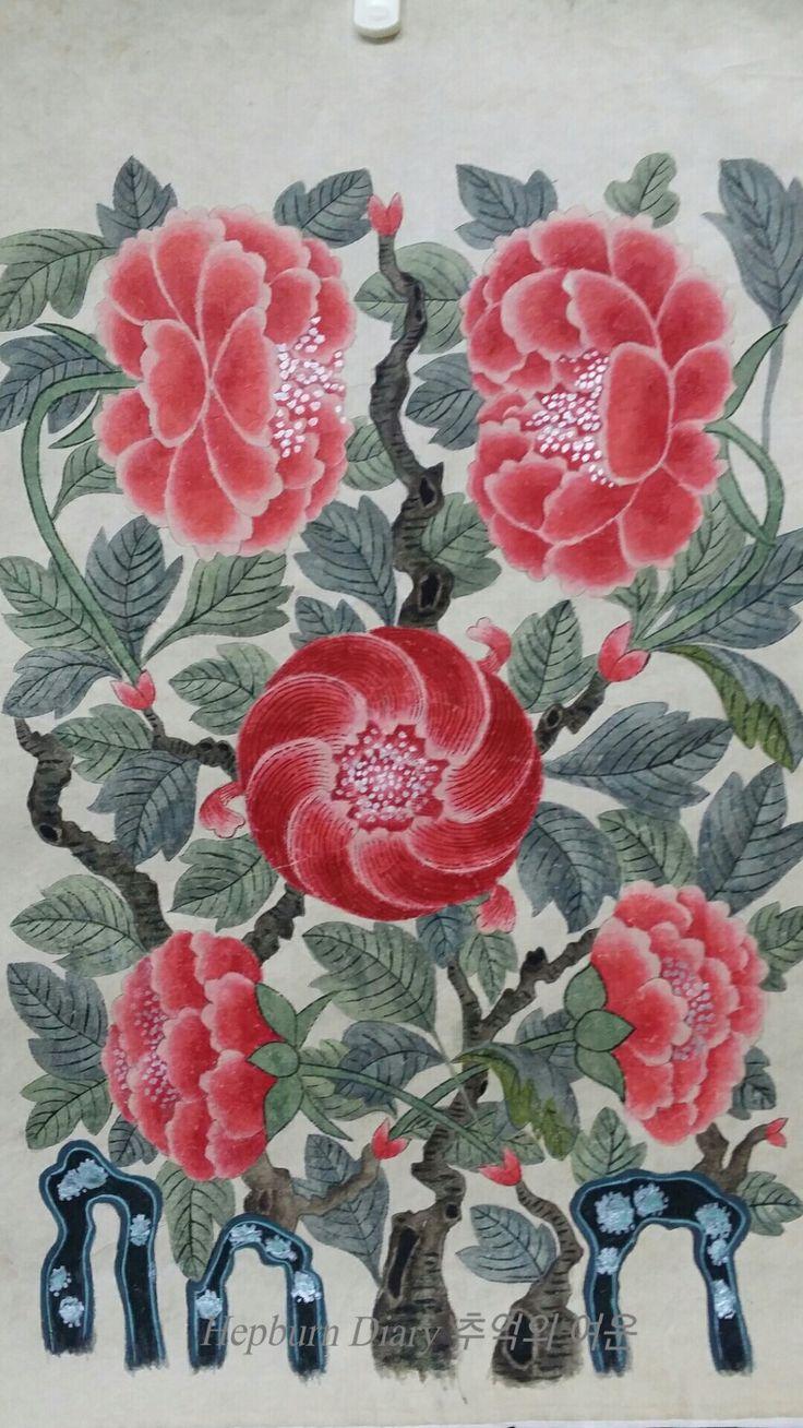 원본은 여러 색상의 꽃으로 되어 있는데 붉은색 한가지로 통일해봤다. 나름 차이를 주려고 조금씩 다르게 색을 넣었는데 표시가 나나요?