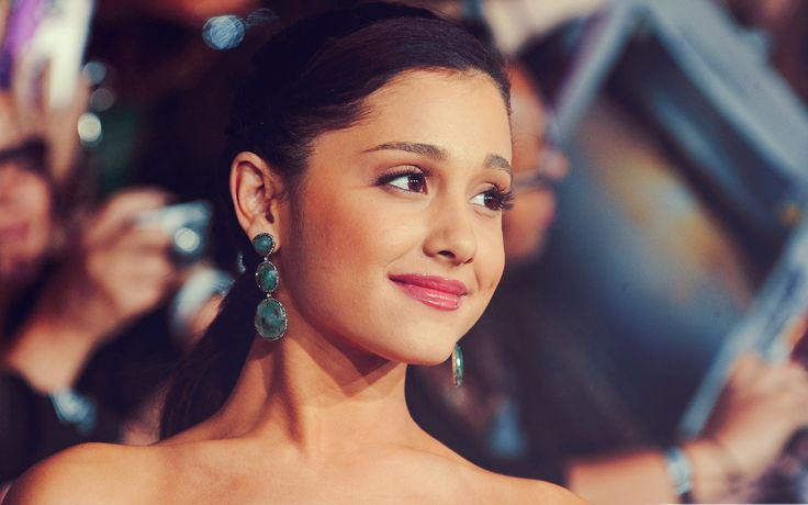 Ariana Grande Wallpaper HD