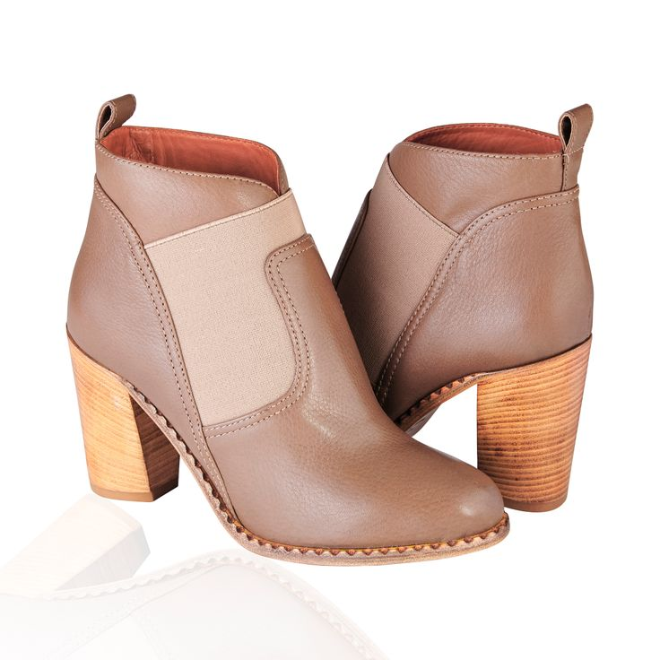 Marc By Marc Jacobs Grainy Leather Ankle Boots Brown - The Ankle-high grained leather boots in brown with an Almond toe, bring back a sense of '60s in Britain'. Rock some hi-fidelity fashion with the Marc by Marc Jacobs Mixed up Mod Ankle Boots.