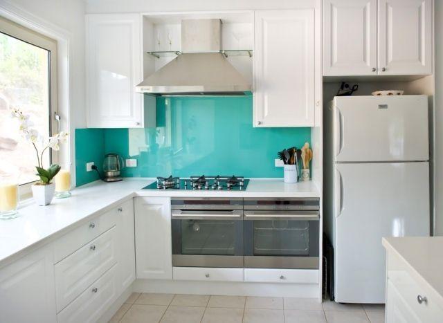 Küche Wandgestaltung Glas Spritzschutz Türkis Weiße Schränke | Küche Weiß  Grau | Pinterest | Spritzschutz, Wandgestaltung Und Türkis
