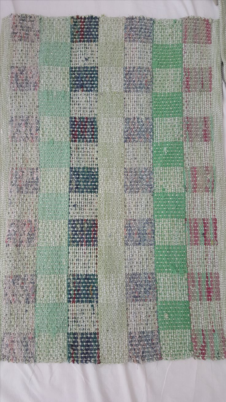 1087 - Handwoven rag rug with rose pattern creating different design front and back.  Soft green.  75 x 55 cm