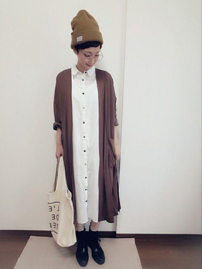 1枚で着ても羽織っても シャツワンピース で作る 秋のシンプルコーディネート キナリノ シャツワンピース ロング シャツワンピース シャツワンピース 白 コーデ