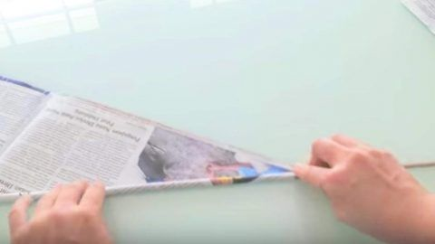 She Rolls Up Newspapers With A Skewer And It's Amazing What She Does Next. Watch!   DIY Joy Projects and Crafts Ideas