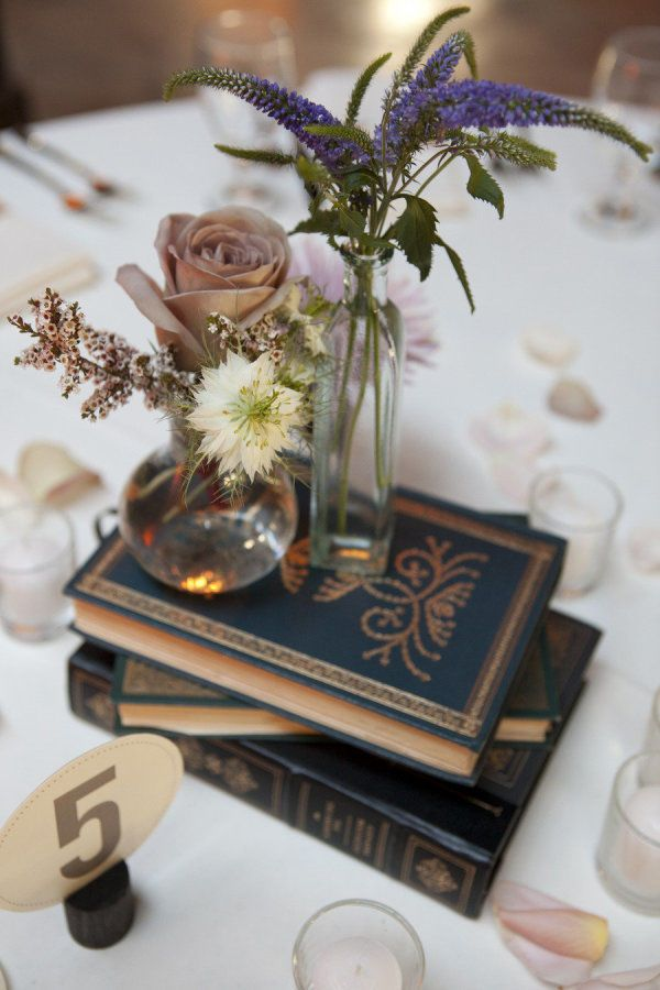 These old books are a beautiful way to incorporate navy into a vintage themed wedding centerpiece. Start combing through the antique stores as soon as possible so that you can make every table at your reception as beautiful as this one. | 11 Elegant Navy Wedding Ideas