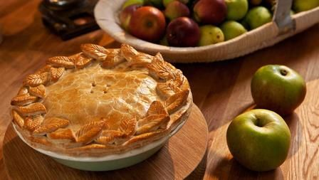 Perfect apple pie - The Hairy Bikers  Nom :-)!