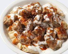 Τι θα φάμε σήμερα μαμά...... γιαουρτλού κεμπάπ!!!!! Μιαμ μιαμ !!!!Από τα αγαπημένα μου!!!!Είναι λίγο βαρύ αλλά μια στις τόσες... Για Τα Κεμπάπ: 1 κιλό κιμάς αρνίσιος (ή μοσχαρίσιος για όσους το προτιμούν πιο ελαφρύ) 1/4 φλ. κρεμμύδι ψιλοκομμένο 4