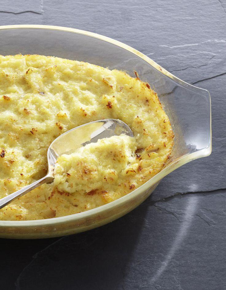 Recette Brandade de morue : 1. Mettez la morue dans un grand saladier rempli d'eau froide. Laissez dessaler ainsi 12 h, en changeant l'eau plusieurs fois.2....