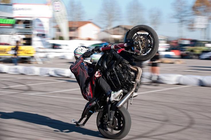 Mirabilandia al Ruotando Ruotando Show a Cesena Fiera, infatti Scuola di Polizia lo stunt show numero uno in Italia sarà presente con i suoi mezzi e i suoi indomabili stuntman.
