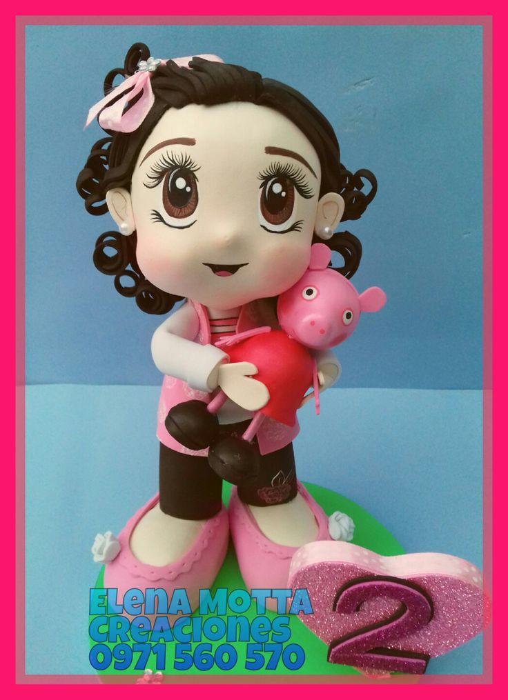 Niña con su muñeca de peppa pig