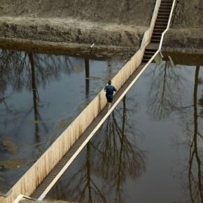 The invisible bridge: Caminando sobre el agua
