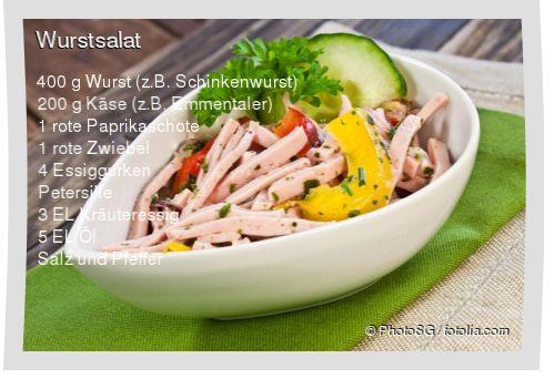 Leckeres Wurstsalat Rezept mit einfacher Schritt-für-Schritt-Anleitung: Wurst, Käse und Paprika in Streifen schneiden , Zwiebel, Essiggurken und Petersi...