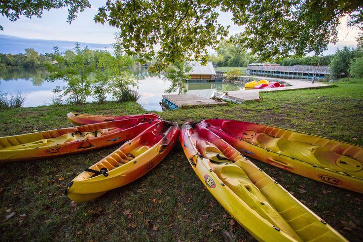 Envie d'une balade ? A pieds autour du lac, en canoës ou en pédalos, RV au camping Sites & Paysages Saint-Louis Lamontjoie Lot-et-Garonne
