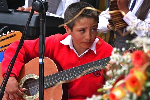 La alegría de la música y la lectura / Crédito @Milton Ramírez (@FOTOMILTON) Mincultura 2012