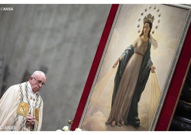 La no violencia: estilo de política para la paz. Llamamiento del Papa al mundo, con su profundo dolor por el atentado en Estambul - Radio Vaticano