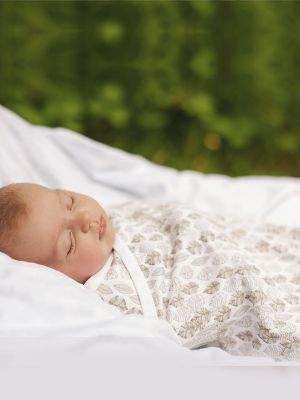 Organic Cotton Baby Wrap. How many ways can a wrap be used? Here's 9.. https://www.bamboolulu.com.au/blogs/this-and-that/9-uses-for-the-very-versatile-baby-wrap