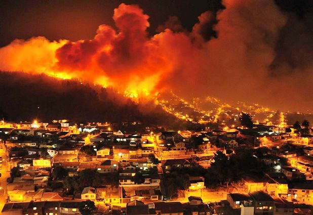 Cifran en más de 100 casas las afectadas por incendio forestal en Valparaíso | Emol Fotos