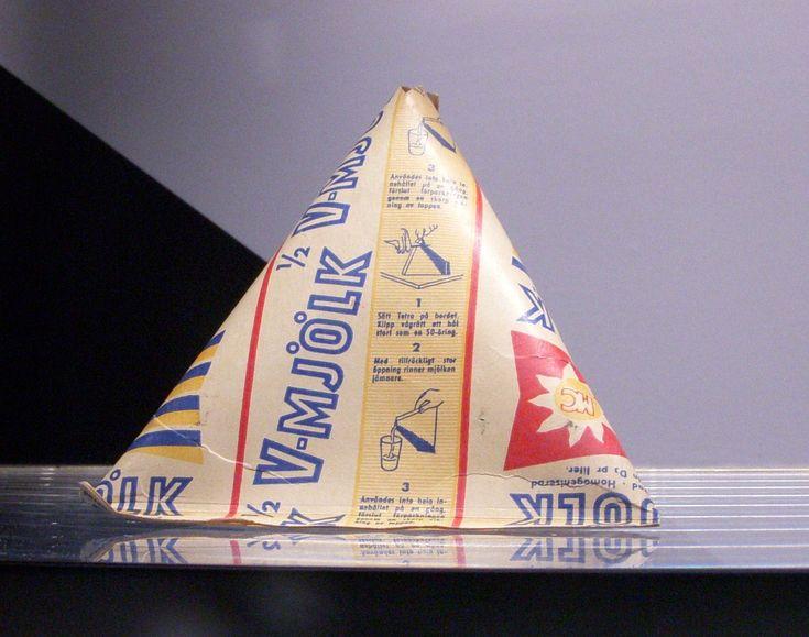 Driehoekige pakje schoolmelk.Jaren 70. Wij hadden een blauw pakje.