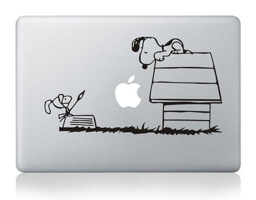 """När Charles M. Schulz skapade """"Snoopy"""" trodde ingen att man kunde ha honom på sin #MacBook."""