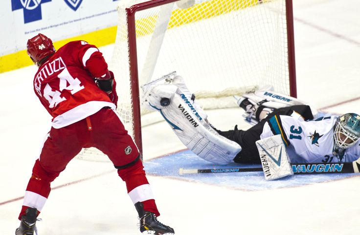 Niemi's amazing save on Bertuzzi.
