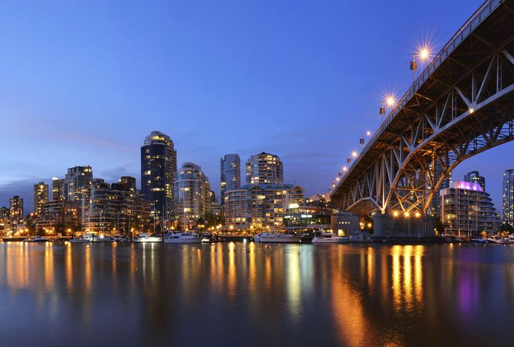City, mountains and locals wines: Explore #Vancouver with us! #traveltip #travel #Canada #citytrip