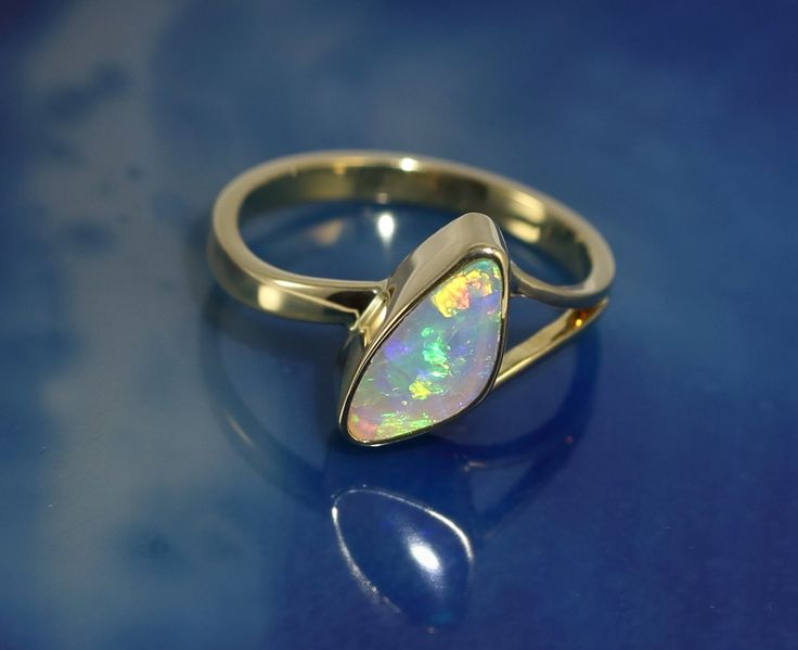 "Crystal Opal in 18ct Gold ring Size ""O"" for AU or  7 1/4 for US"