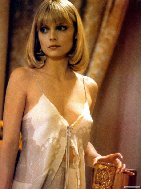 rainy day picture ideas - Michelle Pfeiffer cumple 54 y sigue as de linda