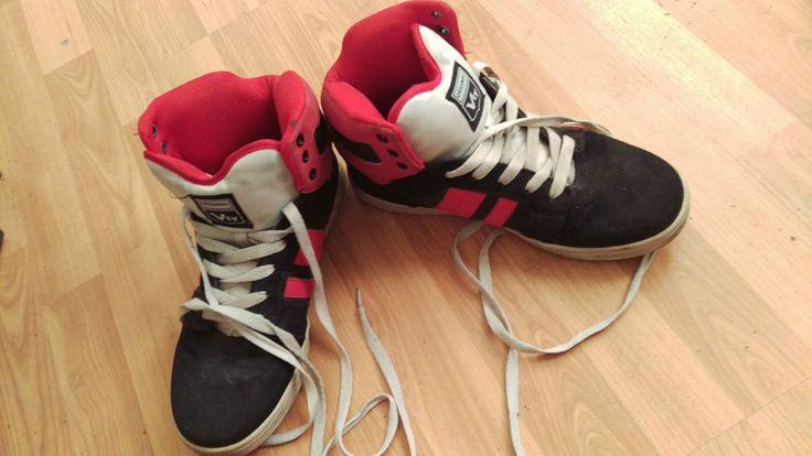 Victory Snaeker Skater Schuhe . Gr. 41 Schwarz / Rot . Sk8er gay