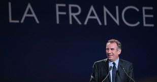 Francois Bayrou proposait un programme dunion nationale pour lutter contre la crise. Les différents camps sy opposaient fermement. Dans un récent sondage, 78% des Français se déclarent favorable a un gouvernement dunion.Emploi, moralisation...