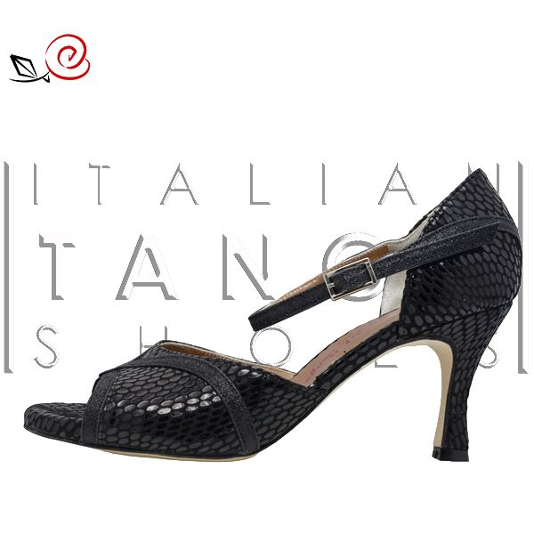 "A new variant of ""Vittoria"" customized by an our customer :-) Enjoy yourself designing your tango shoes!!!   http://www.italiantangoshoes.com/shop/en/women/322-vittoria.html"