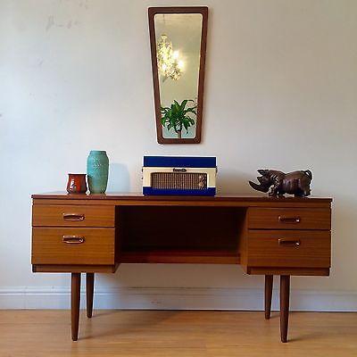 • Superb Vintage 1960s Schreiber Teak Sideboard - Retro - Excellent Condition •