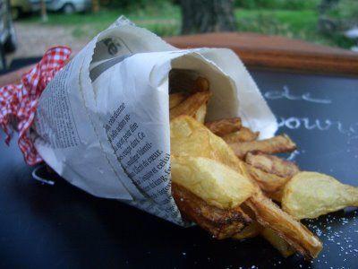 Topinambours  légume merveilleux , excellent pour les diabétiques et doté d'un gout très fin proche de l'artichaut . Ils se conservent au frais des semaines au fond de votre bac à légumes, lavez les avec une brosse à légumes  les tremper dans une eau vinaigrée (pour qu'ils ne s'oxydent pas)  un velouté crême& cerfeuil  * sautés à la poele à la persillade en Chips  en Flan ,gratin,Frites, les Beignets  faites les cuire à l'eau  puis pâte à beignets