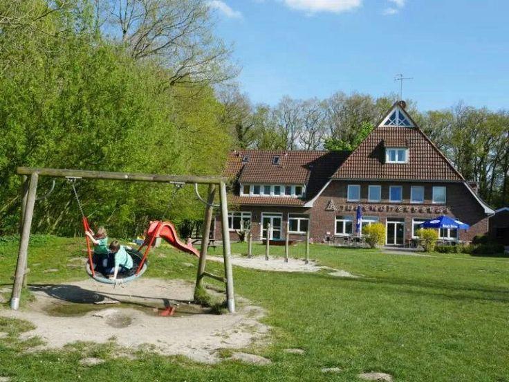 Familienurlaub in der Jugendherberge? In Bad Zwischenahn haben wir den Selbstversuch gemacht.  #Jugendherberge #BadZwischenahn #Familienurlaub #DJH #Niedersachsen #ReisenmitKindern