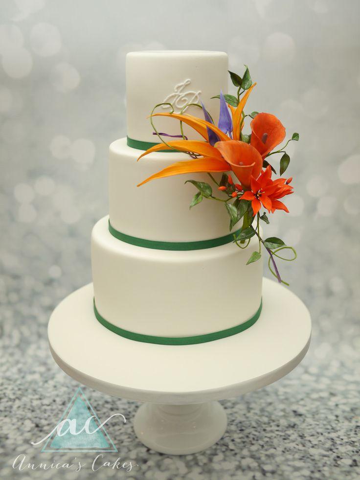 Bruidstaart met tropische bloemen  Wedding Cake with tropical flowers