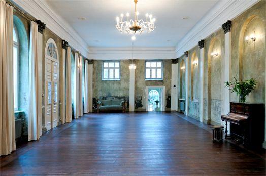 Hochzeiten Berlin - Der historische Ballsaal in Mitte, mit kleinen begrüntem Garten, versprüht immer noch den Berliner Charme der 30-iger Jahre.  Der ehemalige Tanzsaal bietet Raum für ca. 80 Personen (Bankettbestuhlung).
