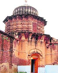 The historic temple of Fatehgarh Churian had seven temples, of which five are intact, by which it become popular as Panj Mandir. Frescos show Guru Nanak and his disciples Bala and Mardana, apart from Hindu deities.
