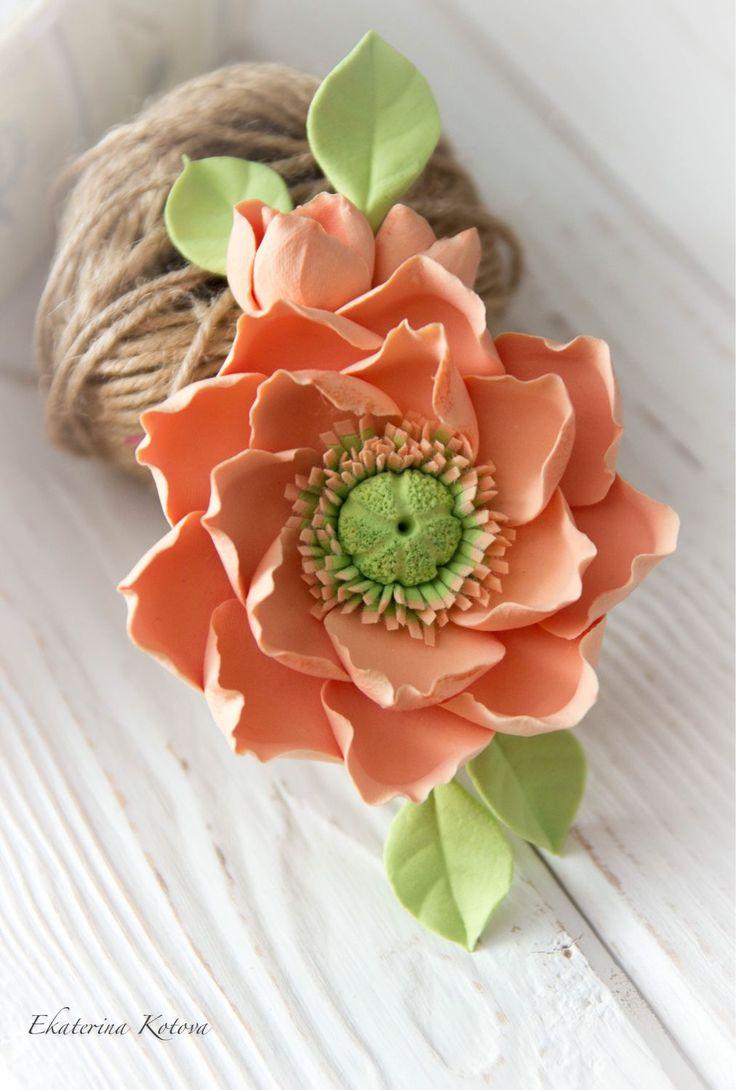 Купить или заказать Заколка-брошь 'Сочный персик' в интернет-магазине на Ярмарке Мастеров. Заколочка-брошка с двойным креплением (зажим и булавочка) с японским маком теплого персикового цвета.