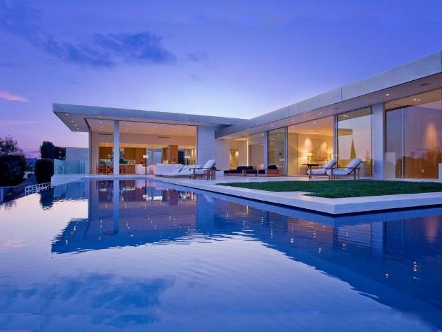 http://www.sandiegomodern.com/wp-content/uploads/Contemporary-Pool-at-1424-TANAGER-WAY-LOS-ANGELES-90069.jpg