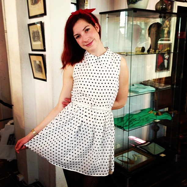 Simone i prikket kjole til 399kr. #prikketkjole #rudecpenhagen #rudestore #rudeistedgade #rockabilly