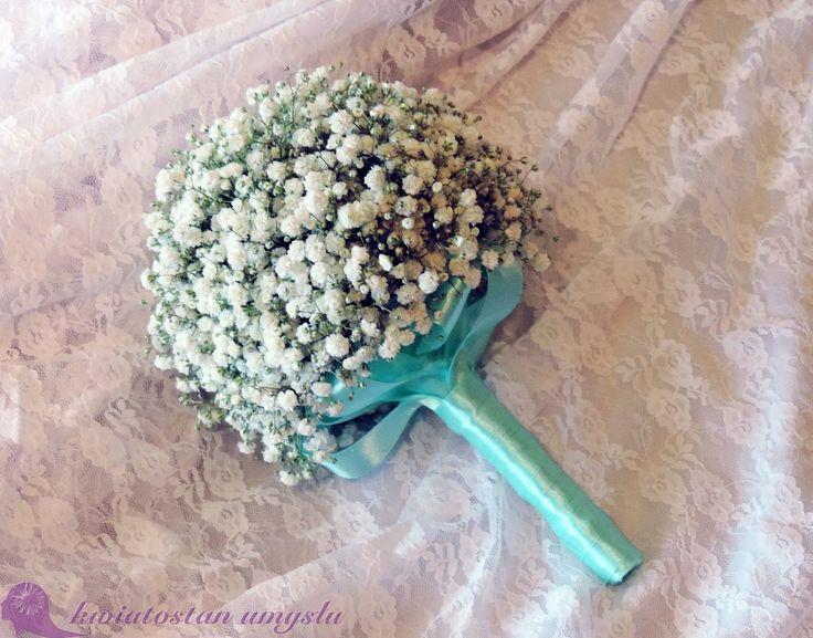 Delicate baby's breath wedding bouquet.