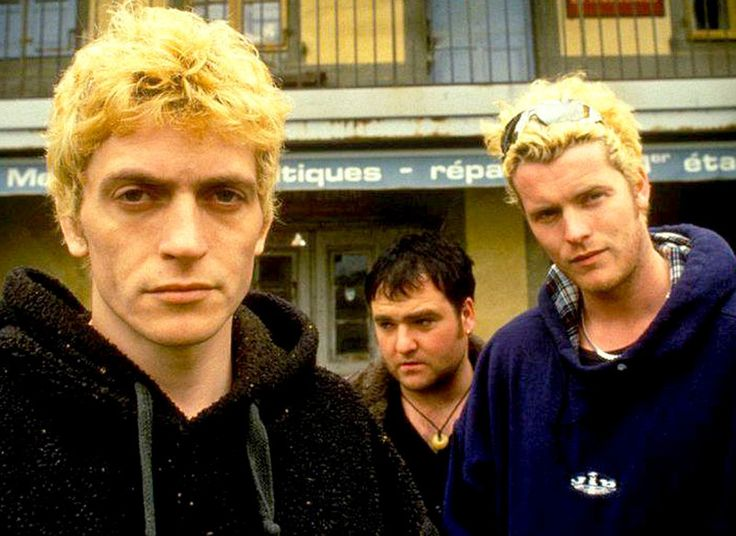 "Dodgy In Session 1991 – Past Daily Soundbooth – Past Daily – Dodgy - In Session - BBC Radio 1 - 1991 Dodgy in Session tonight. One of the bands who rode the initial wave, casually referred to as ""Brit-Pop"" in the early 1990s, Dodgy were (and are again, since their reunion in 2007, are still going strong) very successful in Europe, but less so in the... #anniemusical #anniemac #bbcradio1"