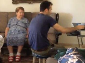 Izraelska babcia uczy wnuka polskich piosenek