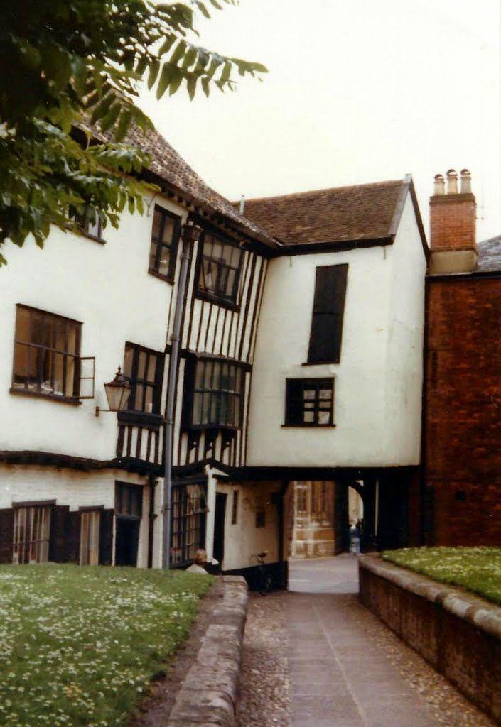 Tombland Alley, Norwich 1981 © Robert Bovington