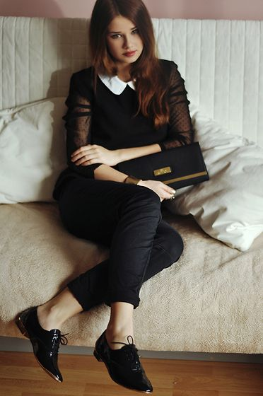 a classic look: peter pan collared black top with sheer sleeves, black skinny jeans, and black patent oxfords.