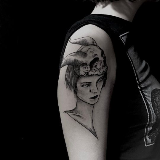 CAROLINE VITELLI- Better picture of the horned feral lady on Polly, made at @oldhabitstattoo in #london thanks again for everything  #Carolinevitelli #feraltattoo (à Old Habits Tattoo)