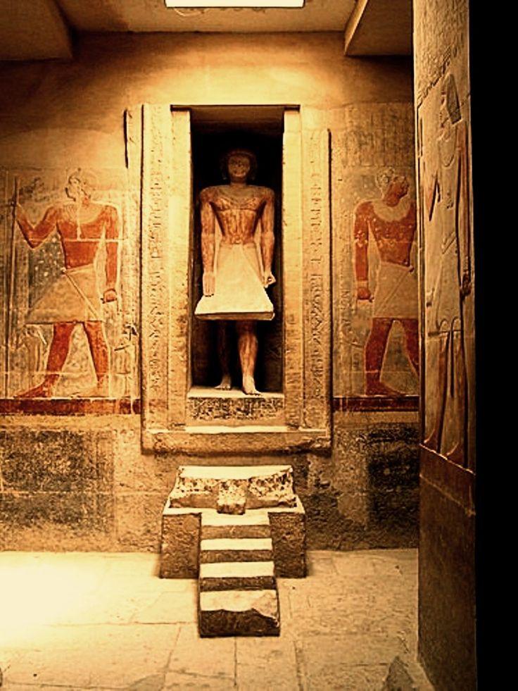 Nil Dahabiya Pyramide Tour, voyagez en Egypte avec élégance et confort, visitez tous les principaux sites touristiques d'Egypte. Enrichissez vos connaissances avec la visite des endroits historiques tels que les tombeaux d'El Kab, Temple d'Esna au même temps que votre Dahabiya bateau de croisière naviguant sur le Nil de Louxor à Assouan. Détente & Loisirs vacances http://gosmarttours.com.eg/fr/