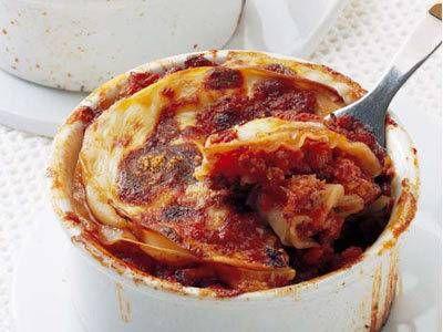 桂  南光 さんの「ギョーザの皮でまるでラザニア」。本物のラザニアを使うとゆでる手間がかかるけれど、ギョーザの皮だからそのままでOK。でも、味はまるでラザニア。 NHK「きょうの料理」で放送された料理レシピや献立が満載。
