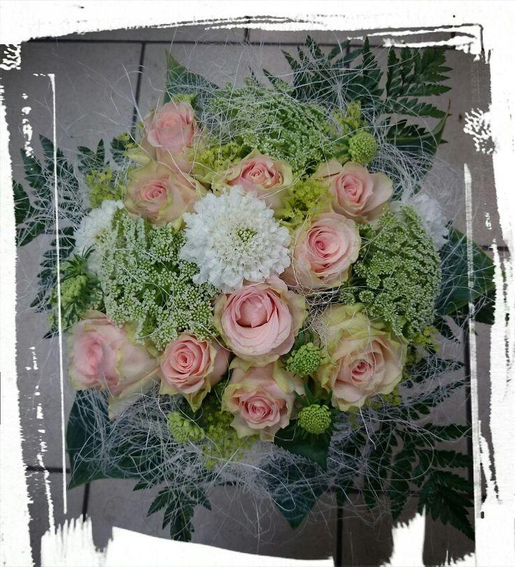 Fyllt sommerbukett i rosa og hvitt <3 -design ingunngrimsby ❤