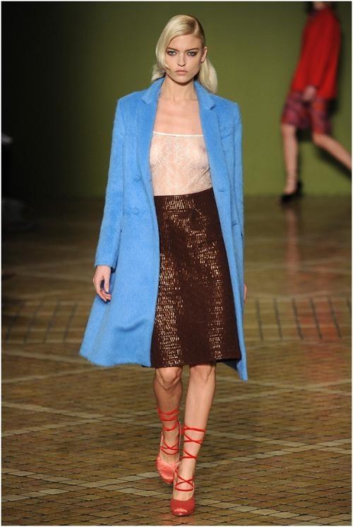 Xu hướng thu đông 2013: Áo khoác sắc màu lên ngôi - http://thoitrangnu.biz/xu-huong-thu-dong-2013-ao-khoac-sac-mau-len-ngoi.shtml